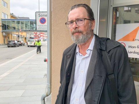 IRRITERT: Terje Amundsen (69) er irritert over at det går smittebærere rundt som ikke lar seg oppspore. Foto: Trond Ivar Lunga