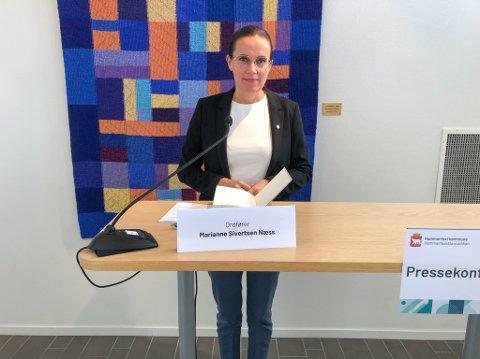 GODVÆRET KOMMER: Ordfører Marianne Sivertsen Næss håper folk koser seg i godværet som kommer, men følger gjeldene smittevernregler. Foto: Trond Ivar Lunga
