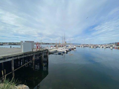 DØDSFALL: En død person er bekreftet omkommet i havnebassenget i Vadsø. Illustrasjon.