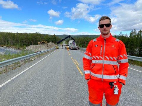 REDDET VEIEN: Frode Lyng Hansen er overingeniør og bruforvalter i Statens vegvesen. Han sier at flere var med på å sørge for at aksjonen på søndag sikret at E45 ikke måtte stenges i lang tid.