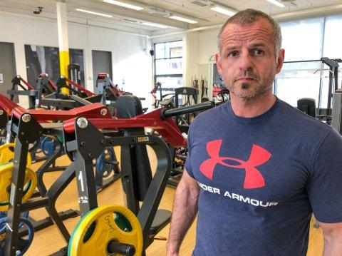 MISFORNØYD: John Arild Svendsen på Gym 1 synes det er urettferdig at han bare kan ha fem persomer om gangen på trening. Foto: Trond Ivar Lunga