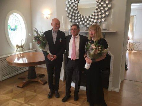 ORDEN: Rune Gjertin Rafaelsen på den russiske ambassaden med den russiske ambassadøren Teimuraz Otarovich Ramishvili og kona Inger.