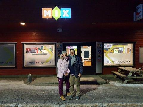 TOK OVER: Cathrine Sandvær Larssen og Ørjan Larssen tok over kiosken fra og med 1. januar 2020.