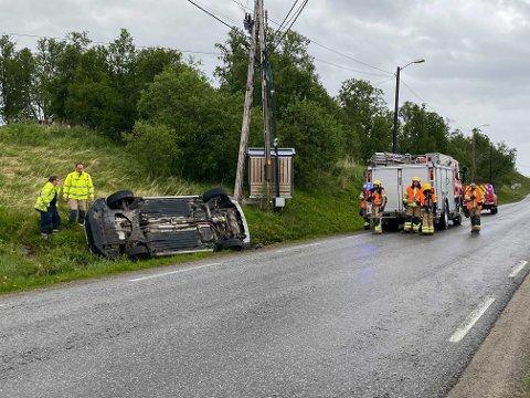 TRAFIKKULYKKE: To biler var mandag ettermiddag involvert i en trafikkulykke i Indre Billefjord i Porsanger.