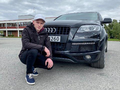MISFORNØYD: Etter mye fram og tilbake ble bilen til Vemund Slettvoll endelig reparert. Problemet var bare at det var oppstått skader i lakken. Slettvoll hevder det er Alta Motor AS som har ansvaret for disse skadene.