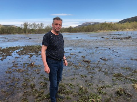 NYTT LEIE: Slik så det ut på jordet til Fred Johnsen etter flommen i begynnelsen av juni. Hanaelva har tatt permanent leie over jordene hans.