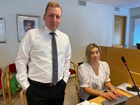 HOLDT PROSEDYRER: Karoline Gjønnes Johansen og Are Aarhus holdt sine prosedyrer onsdag og torsdag denne uka for de fem kongekrabbetiltalte personene fra Båtsfjord.