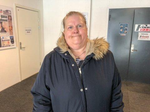 MÅ TIL KVALSUND: 58 år gamle Berit Hansen må nå til Kvalsund for å gå til fastlegen. Det liker hun veldig dårlig. Foto: Trond Ivar Lunga