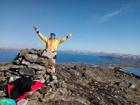 133 TOPPTURER: Turid Lien har allerede gått 133 forskjellige toppturer i Finnmark i år. Hun elsker å gå perleturer for å få sett mer av Finnmark.
