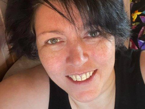 KJENNER AT NOE BLIR GALT: Elljan Johnsen (50) fra Vardø har en sjelden intolarense for agurk og mange tror rett og slett ikke på henne når hun forteller at det er tilfellet. Hun føler seg også mye bedre etter at hun kuttet ut enkelte matvarer.