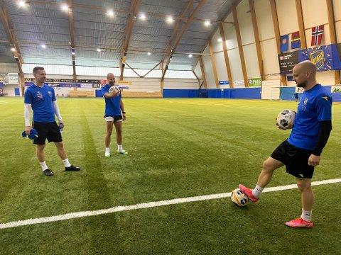 ERFARNE FOTBALLSPILLERE: Tore Reginiussen (35), Morten Gamst Pedersen (39) og Hans Norbye (34) har alle spilt en rekke kamper for Tromsø IL. Nå skal de stå på motsatt banehalvdel og representere Alta IF.