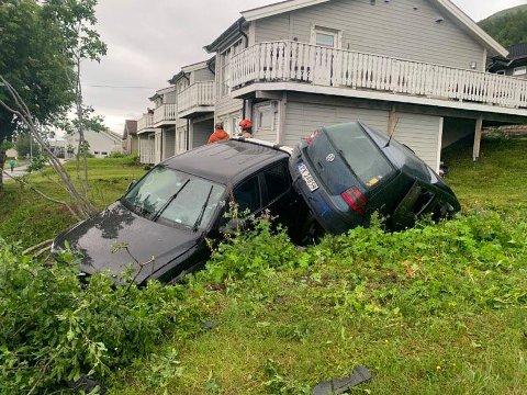 ETTERFORSKES: Politiet er i gang med tekniske undersøkelser etter ulykken mandag kveld.