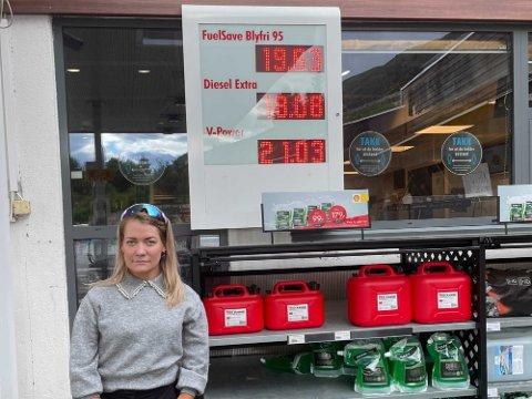 PROVOSERT: Sandra Borch i Senterpartiet lar seg irritere over CO2-avgiften i Norge når hun ser den høye bensin- og dieselprisen i Nord-Norge.