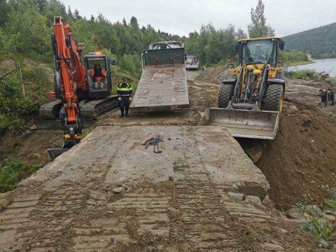 VEIARBEID: Her pågår veiarbeidet på Anárjohgeaidnu.
