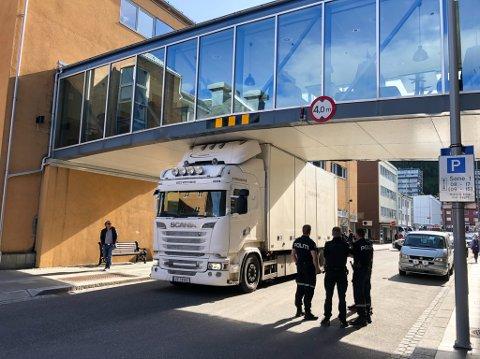VIL HA SLUTT PÅ DETTE: Eierne av Nissensenteret jobber nå med å få slutt på slike situasjonen i Sjøgata. Foto: Trond Ivar Lunga