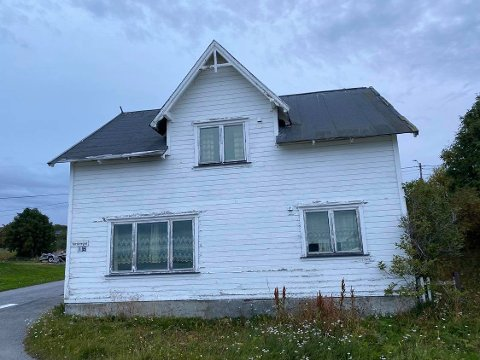 HUS I YTREBYEN: Vardøvegen 1B har vært til salgs lenge.  Markedet for restaureringsobjekter er ikke så sterkt, mener nåværende eier av huset.