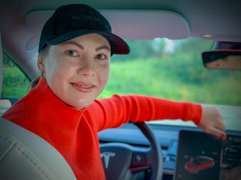 Tesla-capsen er på plass når Veronika Lillegaard setter seg bak rattet.