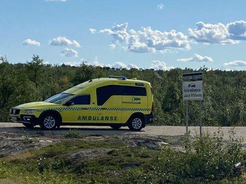 RYKKET UT: Ambulansen tok med seg de involverte personene.