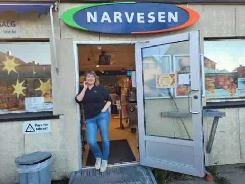 AVTROPPENDE KJØPMANN: Elisabeth Olsen i Berlevåg håper det kommer nye krefter til: - Mitt største er at det står noen klar til å ta over stafettpinnen, sier hun.