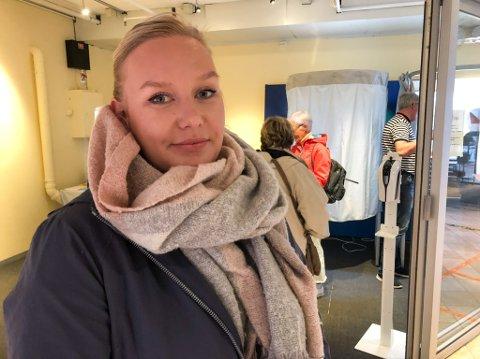 GA SIN STEMME: Mona Bjørnestad mener det er viktig at også de unge benytter seg av stemmeretten. Foto: Trond Ivar Lunga