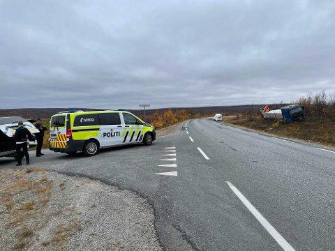 STENGER VEIEN: Indre riksvei ventes å bli stengt igjen mens ulykkesgruppa gjennomfører sine undersøkelser onsdag.