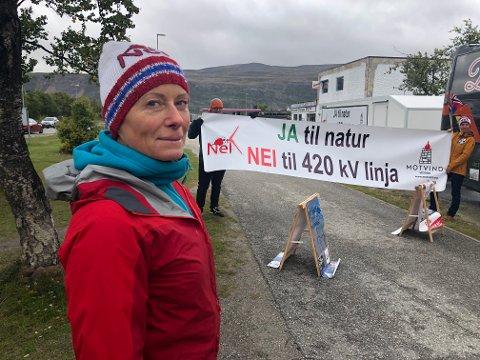 AKSJONERTE: Leder i Naturvernforbundet i Porsanger, Marit Holm, ledet aksjonistene fredag.