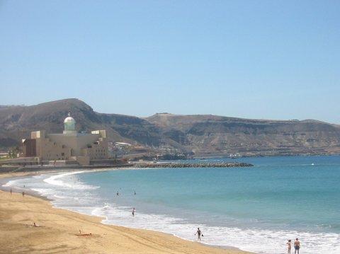 DÅRLIG SALG: Playa de Las Canteras ved Las Palmas på Gran Canaria er et yndet mål for mange nordlendinger på vinteren. Men interessen er for lav for høstturer, melder turoperatør.