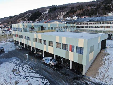 HENGER SAMMEN: Helsehuset i Kvæfjord henger fysisk sammen med Kvæfjordheimen.