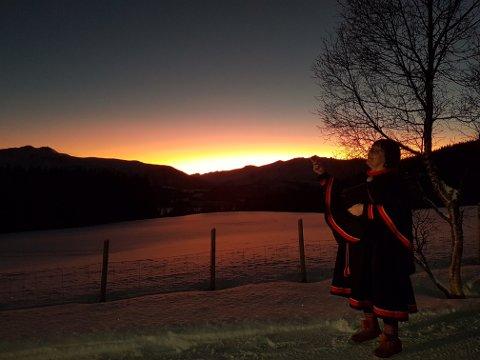TIDSREISE: - Å lete i slektshistorien er en spennende reise i Sápmi, sier Nina Johanne Nupuk Johansen.
