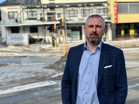 Høyres Rune Stenstrøm og flere andre politikere tok tilfart da de kritiserte kommunens behandling av bygg- og plansaker,