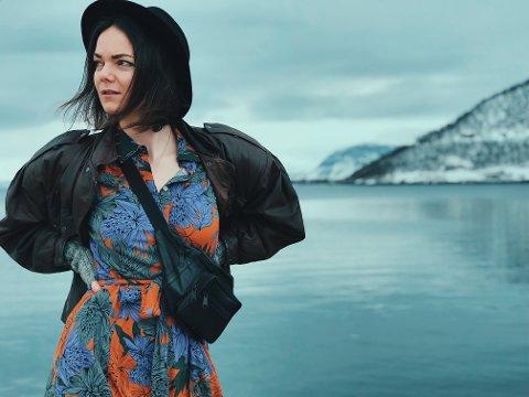 SKUMMELT: Lenge holdt Lisa Skaar Næss diktene på bloggen sin. Der oppsøkte folk henne på egen hånd, men på Instagram kan folk plutselig få opp et av hennes innlegg.