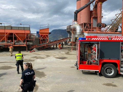Da brannvesenet ankom asfaltanlegget i Kasfjord mandag var brannen nesten helt slukket. – De ansatte skal ha all ære, sier vaktansvarlig Bjørn Samuelsen ved Harstad brannstasjon.