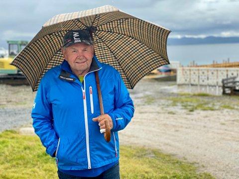 NESTEN HARSTADVÆRING: Tyske Karl Heinz er glad i Harstad. Han og kona har feriert på Harstad Camping i over 20 år og tenker å fortsette så lenge helsa holder, forteller han.