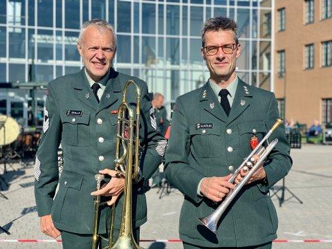 LANG ERFARING: Stabssersjant Lasse Skalle og kaptein Ole Thomas Gjærum var klare til å spille konsert torsdag formiddag.