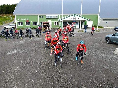 OPPLEVELSE: Disse har syklet fra Nordkapp til Tromsø, og skal de neste dagene sykle de fire oppsatte etappene i Arctic Race.