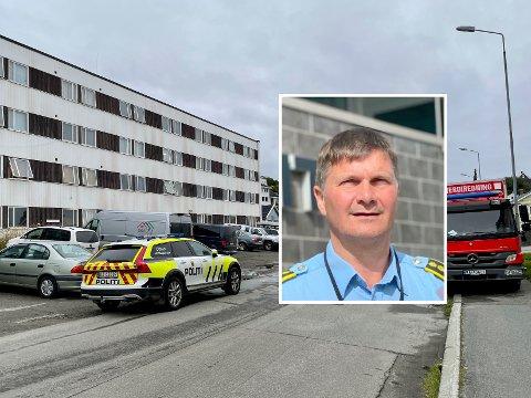 VENTER: Frank Sletten forteller at etterforskningen etter brannen i Eineberggata 22 nå avventer kriminaltekniske undersøkelser før den går videre.