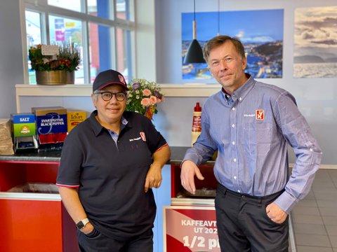STRÅLENDE FORNØYD: Patty Thorbergsen og eier Frank Trælnes ved den nye YX-stasjonen i Harstad sentrum.