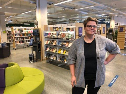 – Meråpent bibliotek betyr at lånerne får tilgang til biblioteket etter ordinær stengetid. En møteplass midt i Levanger sentrum som er åpen på kveldstid som er helt gratis, sier Yngvild S. Knudsen, biblioteksjef i Levanger.