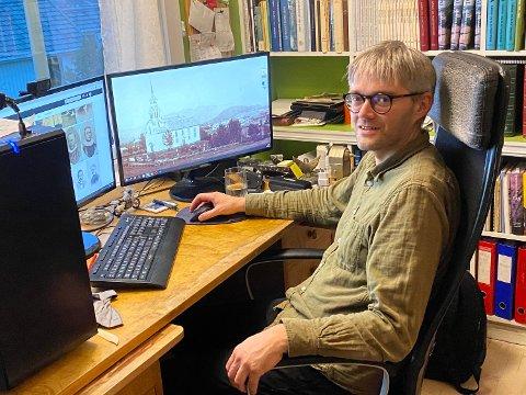 NYSGJERRIG: – Jeg fattet interesse for saken umiddelbart fordi jeg er kronisk nysgjerrig. Så enkelt er det, smiler historiker og konservator Arne Langås.