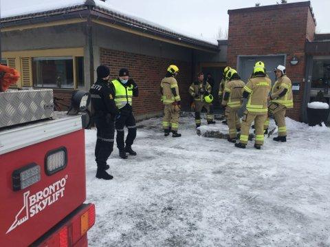 MANNSTERK: Når brannalarmen går ved sykehuset i Levanger rykker alle nødetater ut. Mandag viste det seg å være varmgang i en trafo, som igjen førte til at Klinikk for psykisk helsevern og rus sto uten strøm i mange timer.