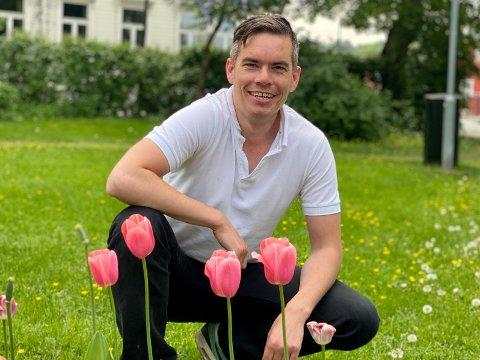 VANT TIL TULIPANER: Nederlenderen Wout Bosschaart (37) føler seg hjemme blant tulipanene i Øver-parken.