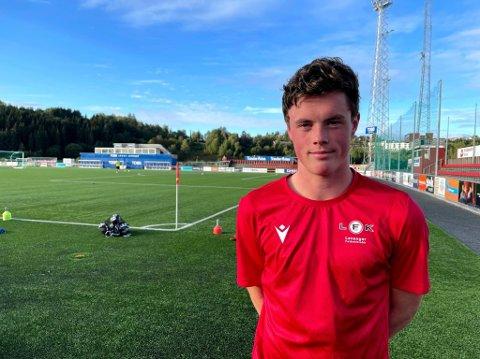 MIDTBANE: Marius Waterloo Høstland er den yngste spilleren i LFKs A-stall.