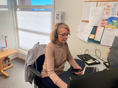 SMITTESPORING: Helsesykepleier Anne-Mari Oxaal og resten av smittesporingsteamet har tatt utallige telefoner den siste tiden, for å kartlegge smittede og nærkontakter.