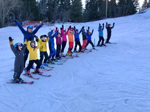 KAN VINNE: Inderøy IL alpin ligger an til å vinne 50.000 kroner i NTEs konkurranse Laget Mitt. Her er gruppas rekrutter.