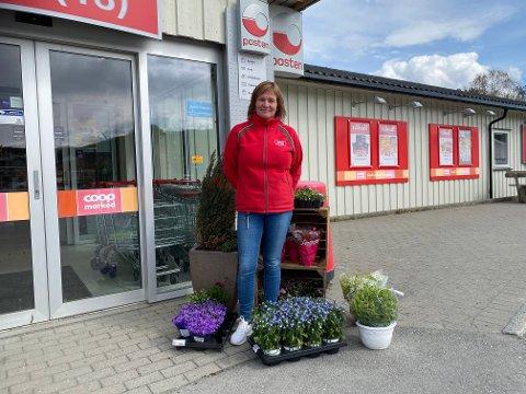 BUTIKKSJEF: May Helen Aas Jektvolden er ansatt som ny butikksjef i Coop Mosvik etter Erik Tangstad som går over i ny jobb i Felleskjøpet i Levanger.