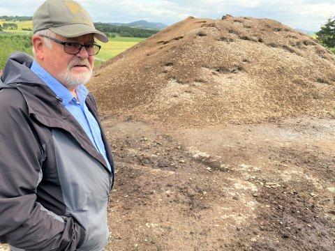 IKKE BRA: - Det er ikke bra at deponiet ligger her på Sandvollan - ikke langt fra Børgin, sier naturverner Harald Ness.