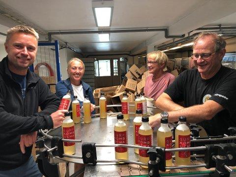 OVERTAR: Denne gjengen skal overta driften av Surf Kombucha i Inderøy. F.v. Håvard Gausen, Marthe Gausen, Arnhild Sakshaug og Vidar Sakshaug.