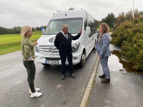 KJØRER: Ida Stuberg,  Kari Anita Furunes og  Andreas Hellan gikk tirsdag ut og kritiserte AtB og Trønder-Taxis ordning for skoleskyss, nå lover selskapene at transporten vil gå som normalt.