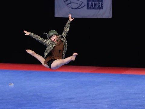 VIDERE I VM: Louise Quist Nordvold gjør det skarpt i showdans-VM i Tyskland. Foto: Jarl André Hanssen