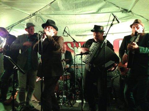 KLASSEMUSIKERE: Onkel Tuka/Belfast Muslims spilte under Råtastocks 15-årsjubileum i 2013. Førstnevnte orkester er Dumdum Boys-gitarist Kjartan Kristiansens favorittband.